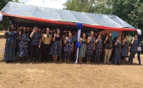 Corps de la paix: 68 volontaires américains prêtent  serment à Léo