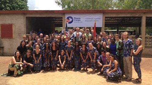 Evacuation des volontaires du Corps de la paix: L'ambassadeur américain en discute avec la presse