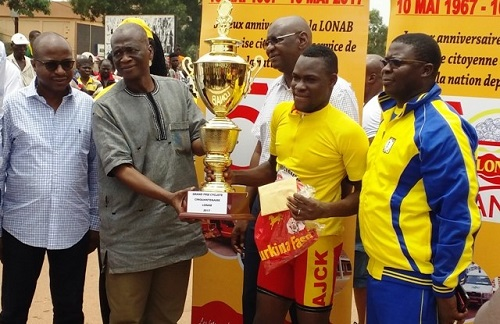 Cinquantenaire de la LONAB: Abdoulaye Roamba remporte la course cycliste