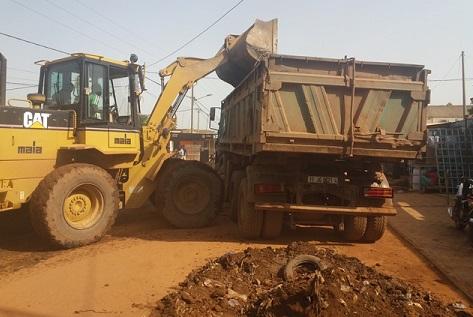 Assainissement de la ville de Ouagadougou: C'est parti pour une opération d'évacuation des produits de curage des caniveaux