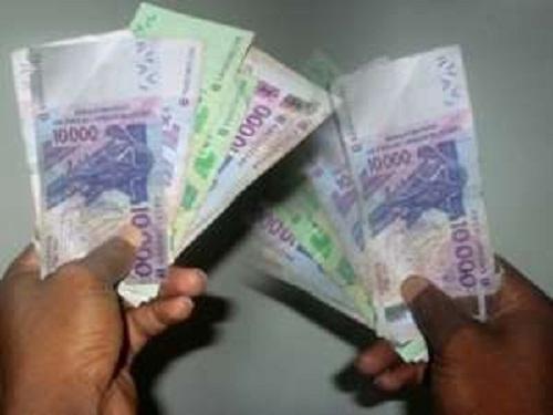 «Le franc CFA lié à l'euro est un bouclier de stabilité pour les populations locales», selon l'économiste Bruno Bernard