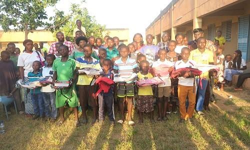 Arrondissement n°8 de Ouagadougou: Une fondation offre des kits scolaires à des orphelins et enfants de familles démunies