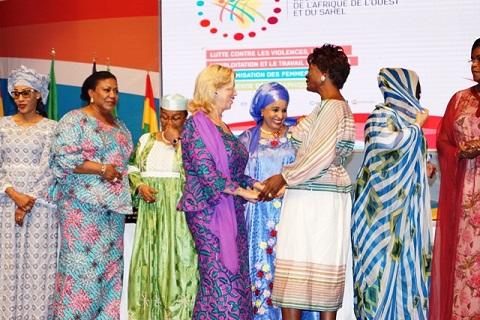 Exploitation et Travail des Enfants: La Première Dame du Burkina et ses Sœurs d'Afrique de l'Ouest et du Sahel disent NON