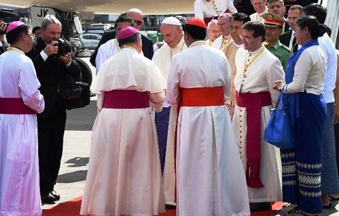 Birmanie: Première visite d'un souverain pontifie