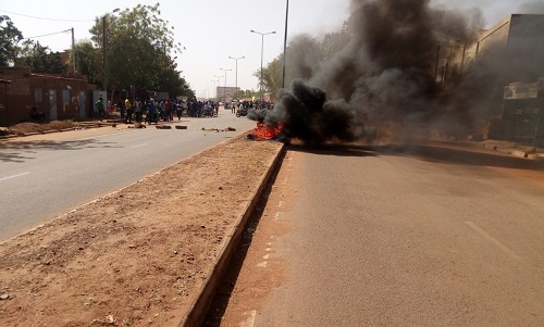 Ouagadougou: Emmanuel Macron a parlé, des «anti-impérialistes» aussi
