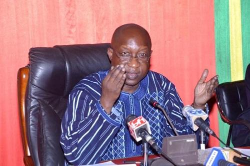 «Ils sont assis à Abidjan, les gens vont les consulter..., financent l'opposition et ils sèment le désordre dans le pays» (Premier ministre Paul Kaba Thiéba)