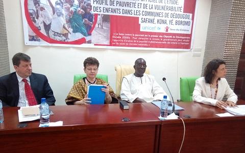 Profil de la pauvreté chez l'enfant et d'analyse de la vulnérabilité de l'UNICEF: Les conclusions de l'étude soumises à l'appréciation des acteurs de développement de l'enfant