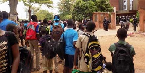 Fada N'Gourma: Les élèves dans la rue pour la satisfaction des revendications de leurs enseignants