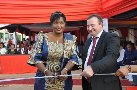 Société Générale Burkina Faso octroie le 1er DAB Drive à ses clients