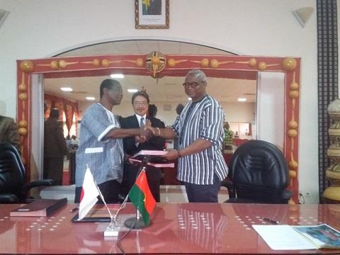 Commune de Ouagadougou: Signature d'un contrat de don d'un montant de 22. 102.150 FCFA