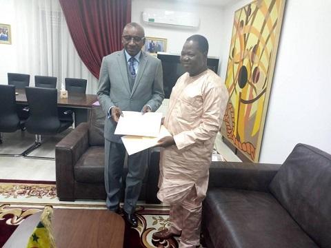 Burkina-Sénégal.: L'Ambassadeur Jacob OUEDRAOGO  présente les copies figurées de ses lettres de créance
