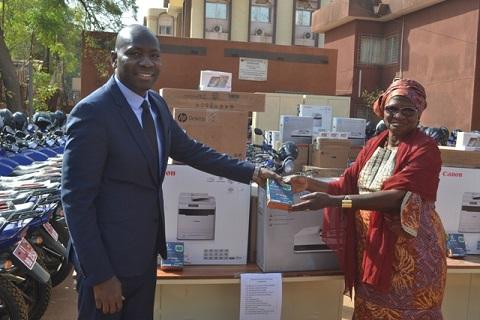 Gestion des terroirs: La Banque mondiale a remis du matériel à 50 communes rurales