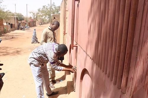 Ouagadougou: Le Ministère du Commerce ferme une unité de production de tôles illégalement installée
