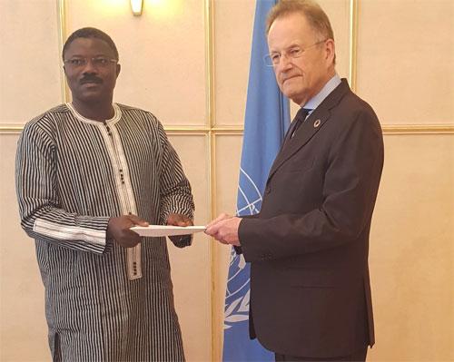 Ambassade Mission permanente du Burkina à Genève: L'Ambassadeur Dieudonné W. Désiré Sougouri a présenté ses lettres de créances