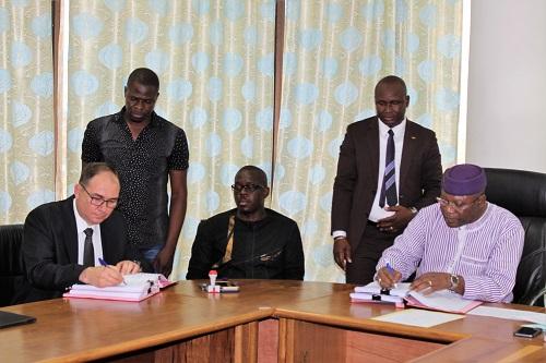 Burkina: Quatre conventions minières signées pour l'exploitation de l'or et du calcaire