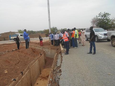 Infrastructures endommagées à Gaoua:  Le ministre Eric Bougouma était sur le terrain