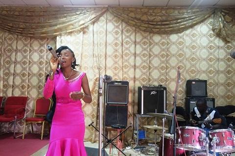 Sortie discographique: «Cueille-moi», demande Annya