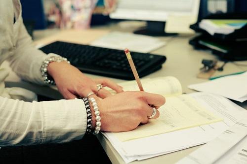 Management dans les fonctions de secrétaires et assistantes de direction: Formation, recyclage et perfectionnement