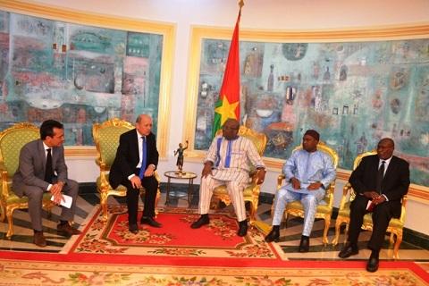 Coopération Burkina-France: Le ministre des affaires étrangères, Jean-Yves Le Drian, reçu par le Président Kaboré