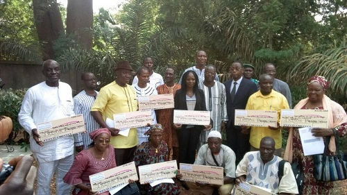 3eme appel à projets du FIE: Des promoteurs reçoivent leurs chèques à Bobo-Dioulasso
