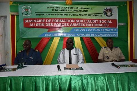 Amélioration de la gestion des ressources humaines: les inspecteurs de l'armée formés à l'audit social