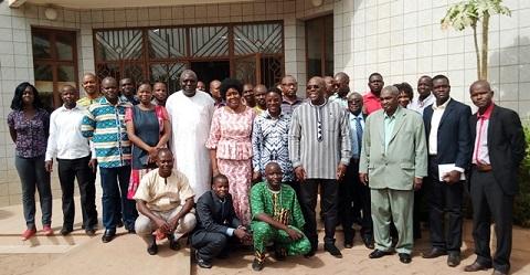 Développement endogène:   La vision de Joseph Ki-Zerbo enseignée aux journalistes