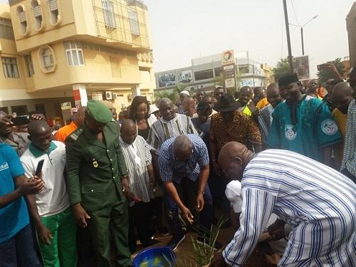 Journée mondiale de l'environnement: La mairie de Ouagadougou et le groupe Ecobank reverdissent l'avenue Kwamé-N'Krumah