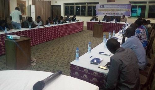 Cartes bancaires GIM-UEMOA: les avantages du système présentés à des journalistes burkinabè