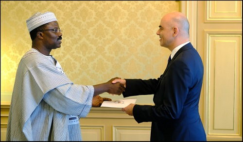 Coopération Suisse - Burkina  L'Ambassadeur Sougouri a remis ses lettres de créances au Président de la Confédération Suisse