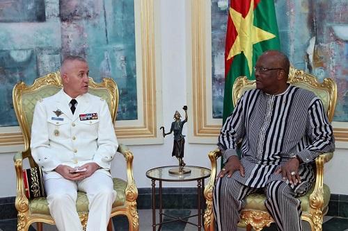 Force Barkhane: Le général Bruno Guibert chez le président Roch Kaboré