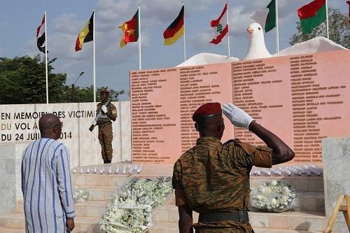 Crash d'Air Algérie: Quatre ans après, une stèle en mémoire des victimes