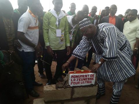 Mémorial de la jeunesse, la paix et le développement: la première pierre a été posée