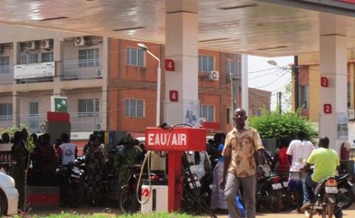 Grève des chauffeurs-routiers:  Tensions dans les stations d'essence, des populations déplorent la situation