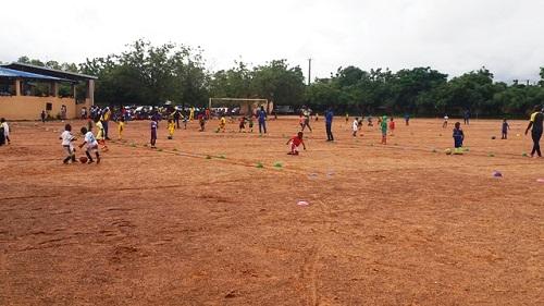 Sport: 300 jeunes s'initient au football