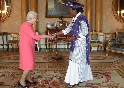 Renforcement des relations diplomatiques entre Londres et Ouagadougou: Jacqueline Marie Zaba/Nikiéma présente ses lettres de créances à Sa Majesté Elisabeth II, Reine d'Angleterre