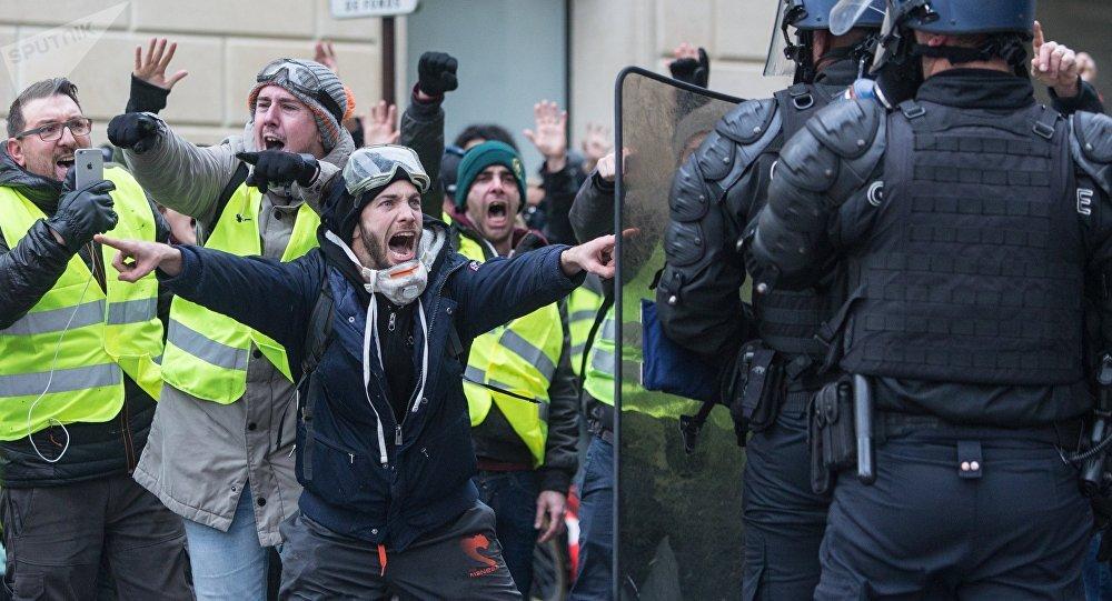 France: 65 personnes, dont 11 représentants des forces de l'ordre blessées lors d'une manifestation des «gilets jaunes»