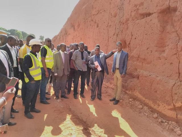 Construction de la cité universitaire de Belle-ville: Alkassoum Maïga s'imprègne de l'état d'avancement des travaux