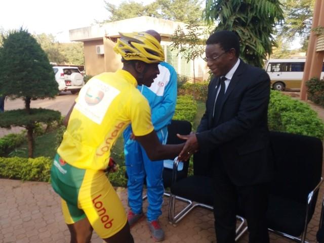 Cyclisme: L'Université Ouaga 1 rend hommage à Mathias Sorgho, maillot jaune du Tour du Faso 2018