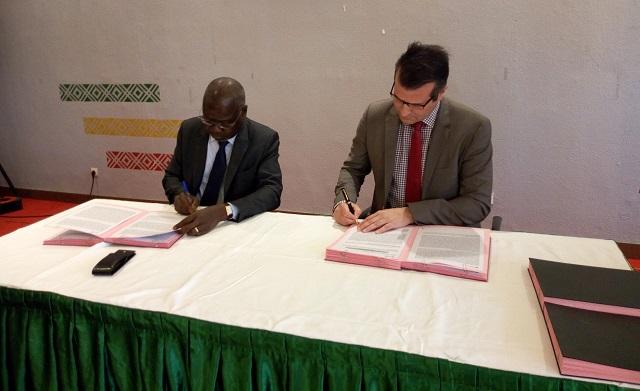 Leasing de matériels miniers: IAMGOLD Essakane et la BICIAB signent une convention