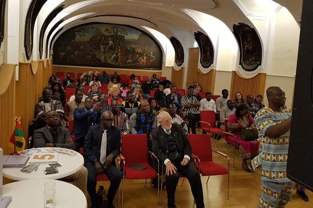 Commémoration du 11 décembre à Vienne: Fraternité partagée et communion avec la mère-patrie!