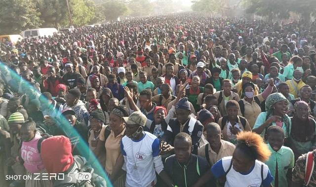 Bobo-Dioulasso: Les élèves et les étudiants battent le pavé pour soutenir leurs camarades des zones touchées par le terrorisme