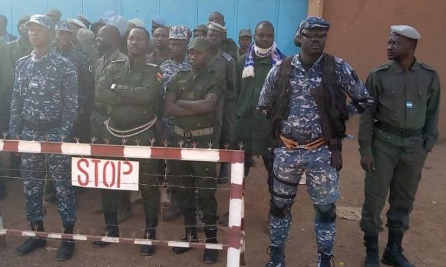 Garde de sécurité pénitentiaire: Le Conseil d'Etat suspend la décision de révocation des dix agents