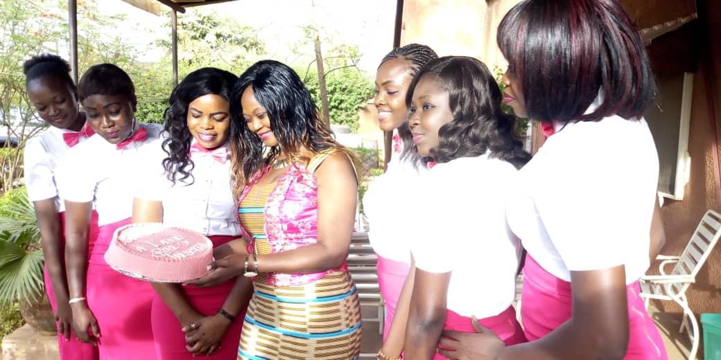 Communication événementielle:   L'agence d'hôtesses ''Roses des trésors'' ouvre ses portes