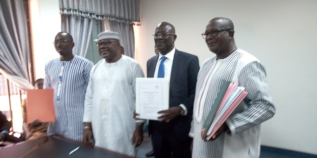 Exploitation minière au Burkina: Le ministre Oumarou Idani paraphe trois contrats d'exploitation