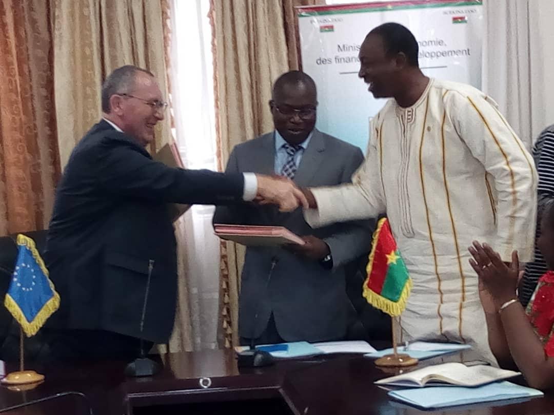 Union européenne-Burkina: 9, 8 milliards de francs CFA pour soutenir  le plan solaire 2025- Yeleen