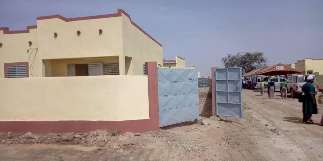 Logements sociaux: Des attributaires de Bassinko recoivent les clés de leurs maisons