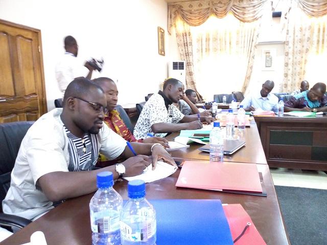 Traitement de l'information parlementaire: les journalistes et des communicateurs outillés