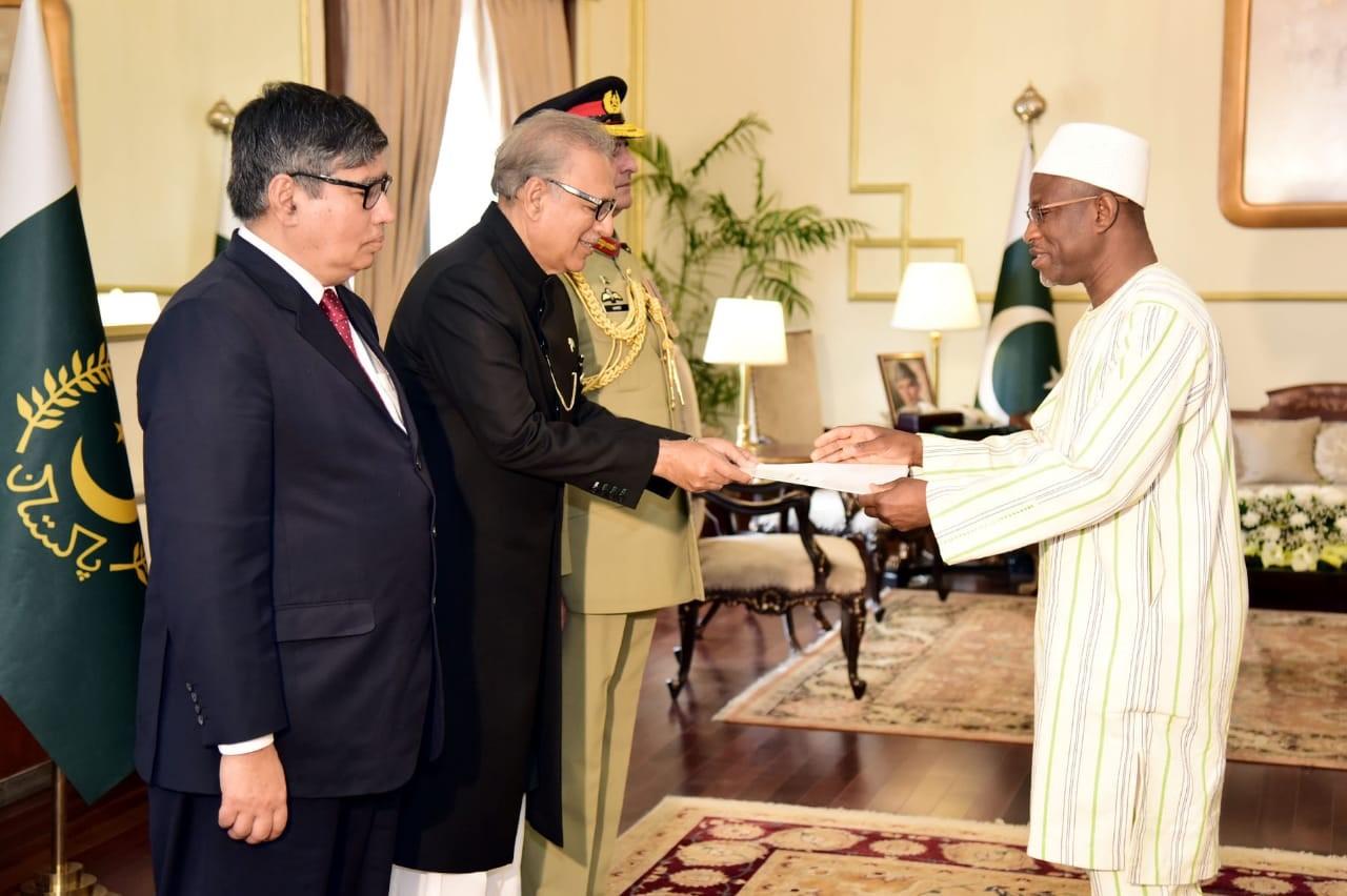 Burkina Faso - Pakistan: Le Président Arif Alvi reçoit les lettres de créance de l'ambassadeur Souleymane Koné