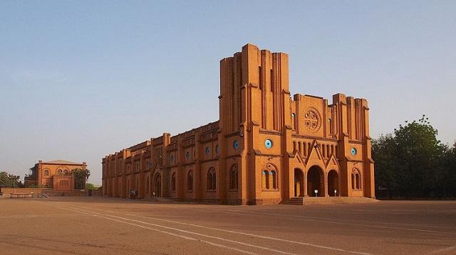 PAQUES: Horaire des offices du triduum pascal dans les différentes Paroisses et Institutions  de l'Archidiocèse de Ouagadougou