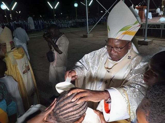 Pâques: 165 nouveaux baptisés pour la cathédrale de Ouagadougou